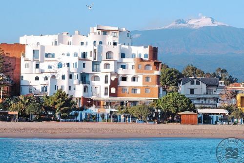 Sicilija: SPORTING BAIA (GIARDINI NAXOS) 4*, gegužės 10,17, 24, 31. 7 n. nuo 513 EUR